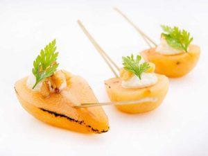 Poire caramélisée et crème de Roquefort aux Noix
