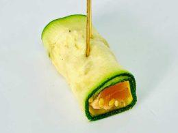 Saumon mariné au Yuzu, Sésame, Wasabi et bague de Courgette